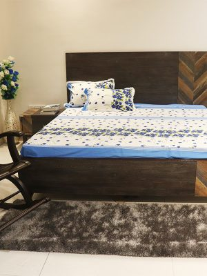 Double bed with storage and 2 side stools